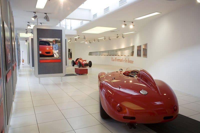 Galleria-Ferrari-2.jpg