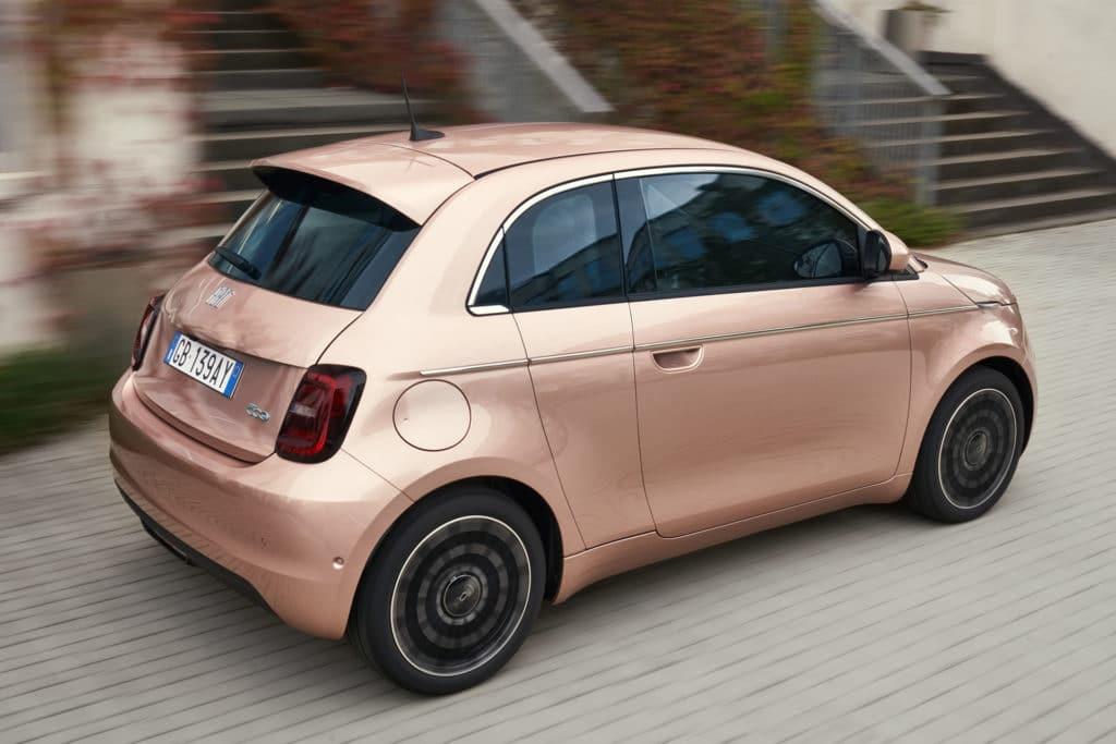 La Fiat 500 électrique se prend une porte