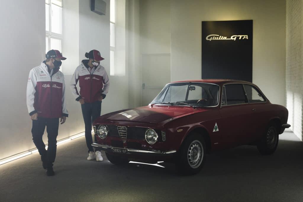 Räikkönen et Giovinazzi en piste au volant de l'Alfa Romeo Giulia GTA