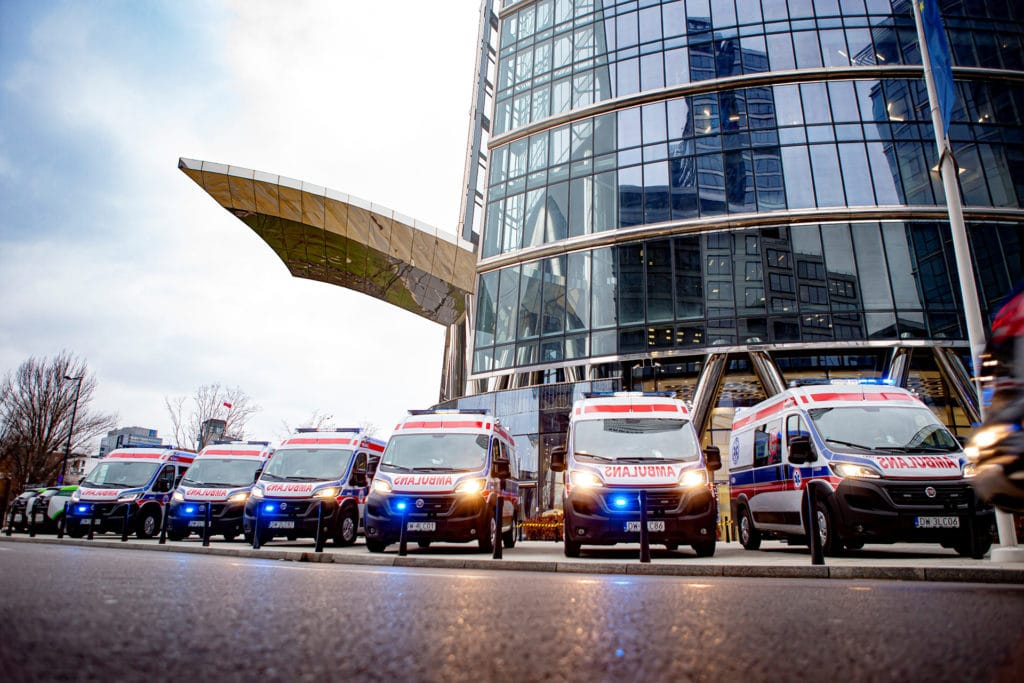 16 ambulances Fiat Ducato à Varsovie