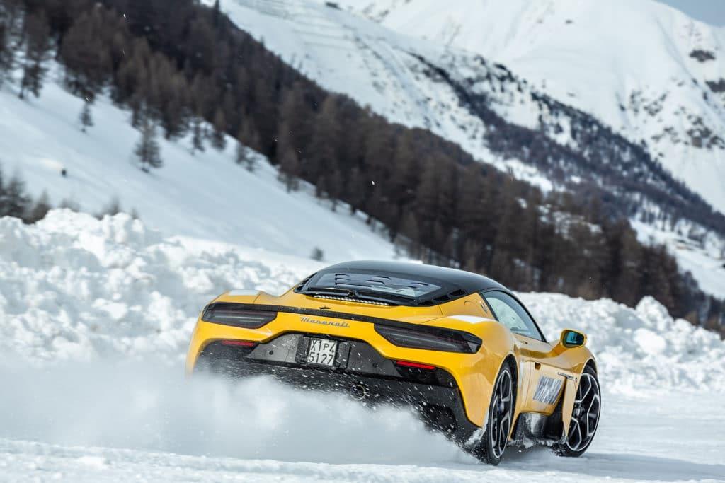 La Maserati MC20 en test à la neige