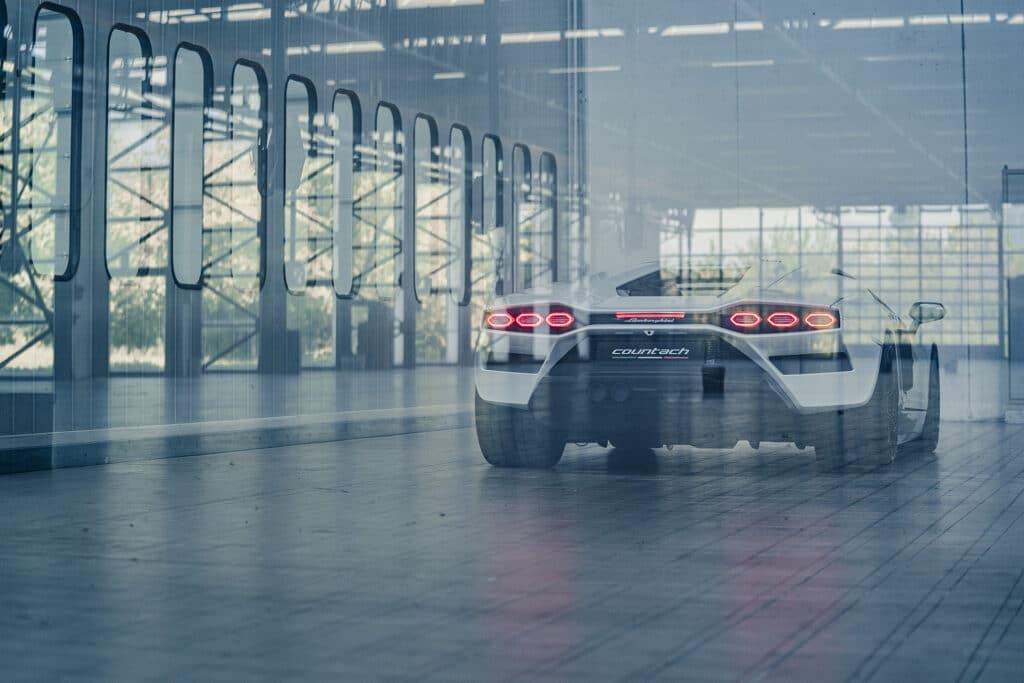 Lamborghini Countach LPI 800-4-35