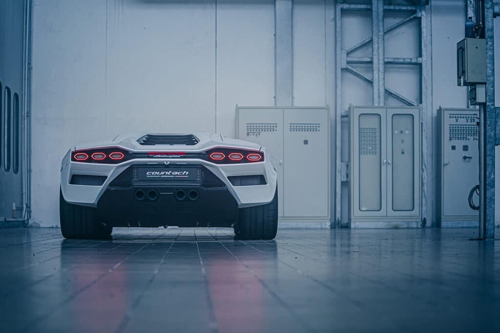 Lamborghini Countach LPI 800-4-36
